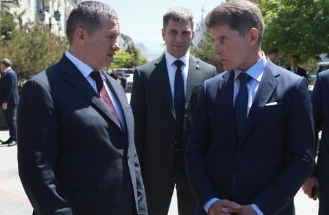 Олег Кожемяко обсудил развитие Приморья с полпредом Юрием Трутневым