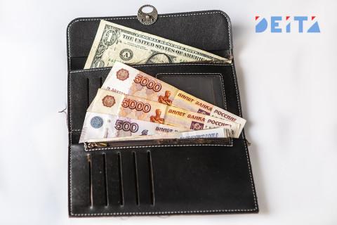 Россияне начали массово менять валюту