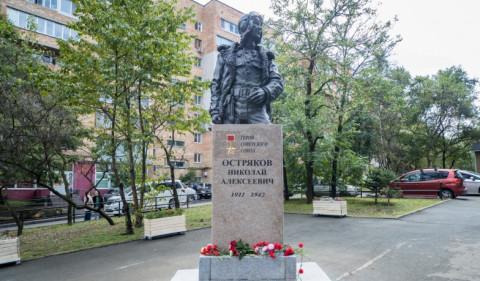 Памятник летчику Николаю Острякову торжественно открыли во Владивостоке