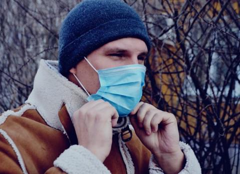 Как защищаться от коронавируса зимой, рассказал врач