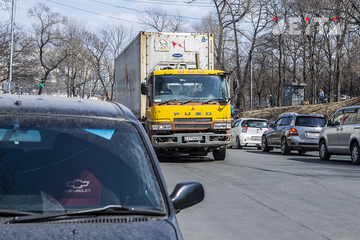 Минтранс Приморья напомнил о безопасности водителям большегрузов