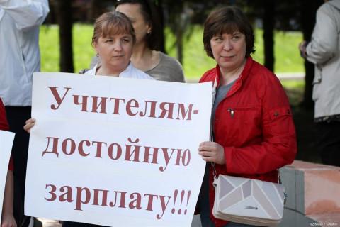 Учителя Владивостока пожаловались мэру на нехватку денег