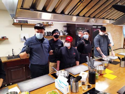 Участники проекта «Кадры для бизнеса. Рестораны» научились готовить приморские блюда