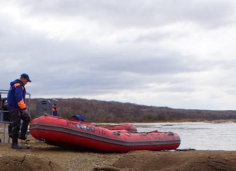 Машина с шестью приморцами утонула в реке