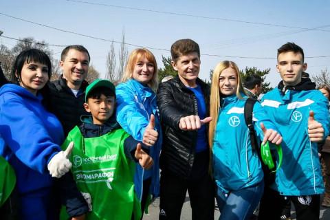 Вместе с жителями Врангеля и губернатором Приморья «Восточный Порт» провёл масштабный экосубботник
