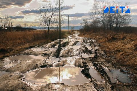 Чиновники обвинили в плохих дорогах сорняки