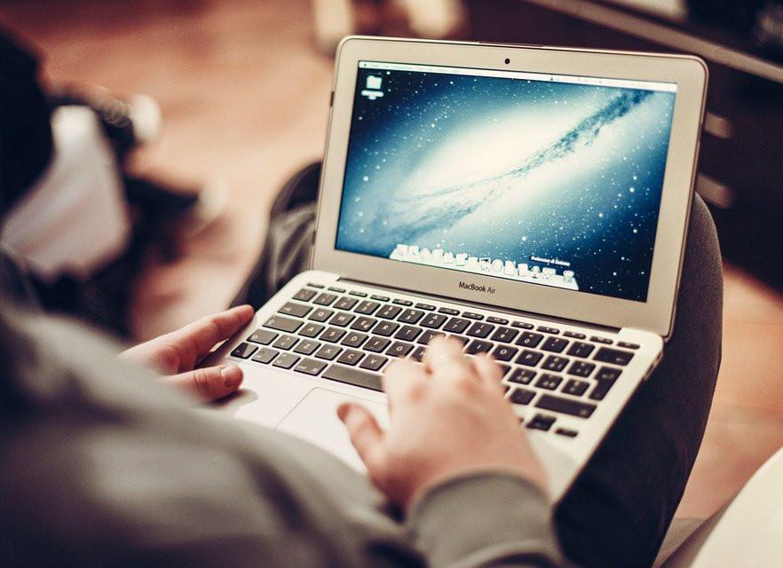 Абитуриентам разрешили подавать документы в вузы онлайн