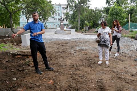 Общественники проинспектировали ремонт скверов во Владивостоке
