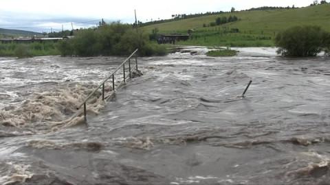 Амур опасно поднялся в районе Хабаровска