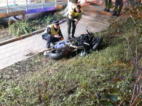 Во Владивостоке разбился байкер