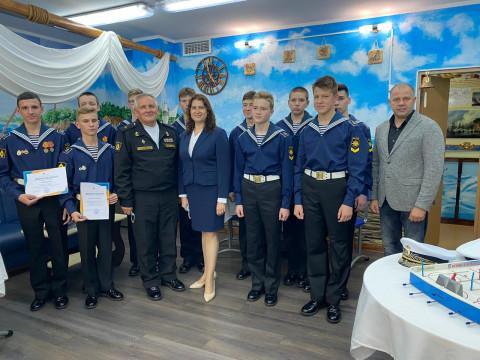 Детский омбудсмен и член Общественной палаты погостили у нахимовцев Владивостока
