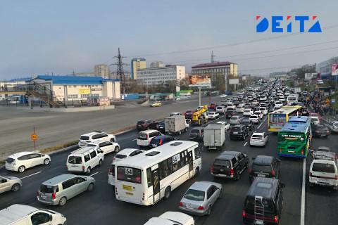 Владивостокцы встречают воскресное утро в заторах