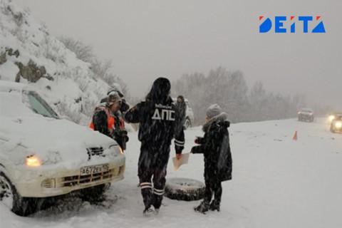 Почти 140 транспортных средств пострадали в первые сутки циклона в Приморье