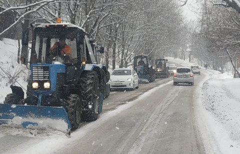 Последствия циклона устраняют во всех районах Владивостока