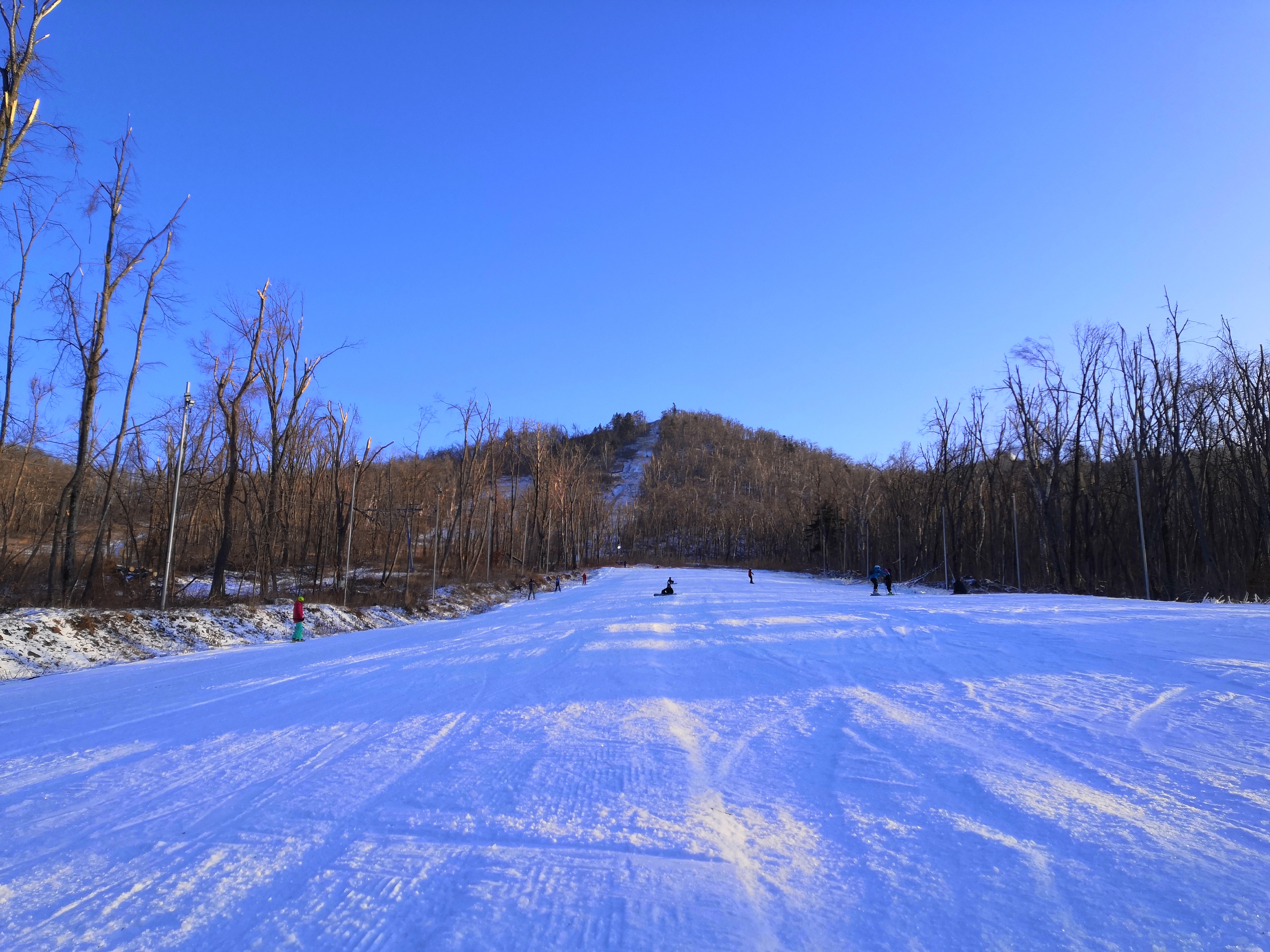 Оттепели и небольшой снежок обещают Приморью в четверг