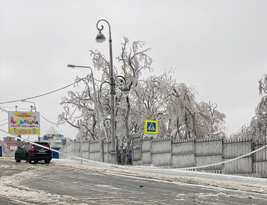 Последствия ледяного дождя всё ещё устраняют во Владивостоке - прокуратура