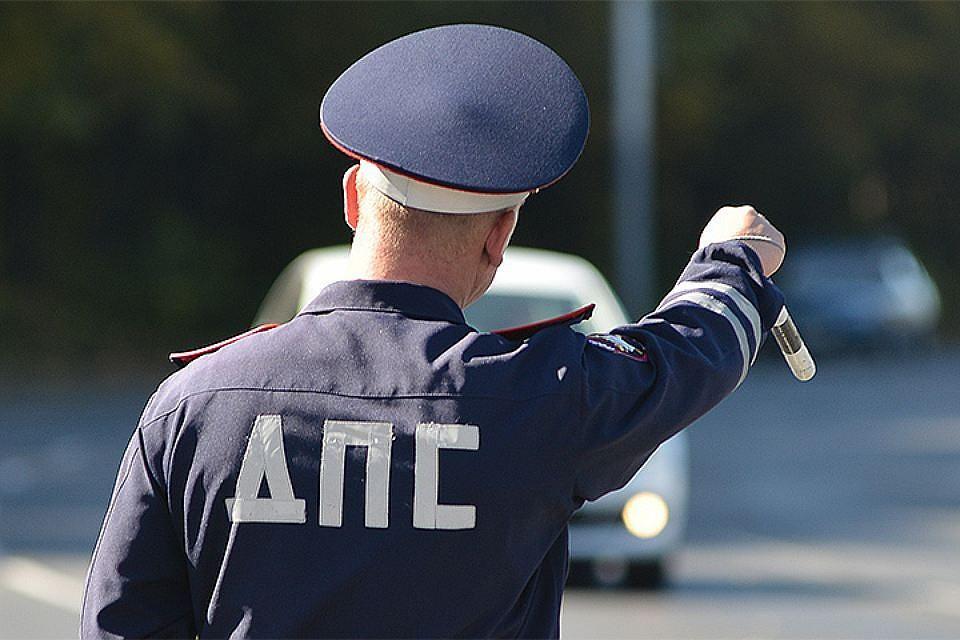 «Ряженый» с полосатым жезлом охотится на водителей Владивостока