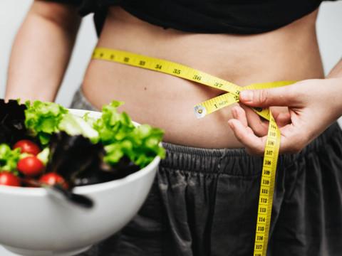 Кому вредно сидеть на диетах, рассказал доктор