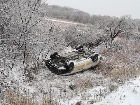 Почти 100 ДТП произошло в Приморье из-за ледяного коллапса