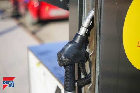 За все заплатим: цены на бензин пошли вверх