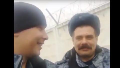 """Мандариновая армия: российские солдаты записали на видео""""щедрость"""" начальства"""