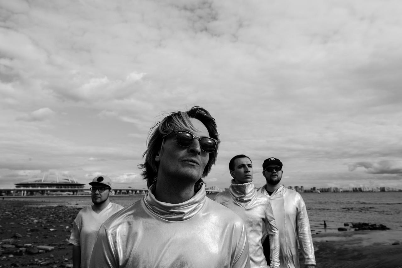 Соей свои планам: группа Starcardigan выпустила новый клип