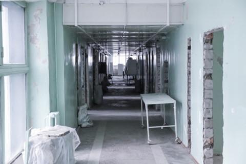 Больные с ОРВИ лежат в коридорах больницы