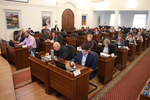 Владивостокских педагогов порадуют прибавкой к зарплате
