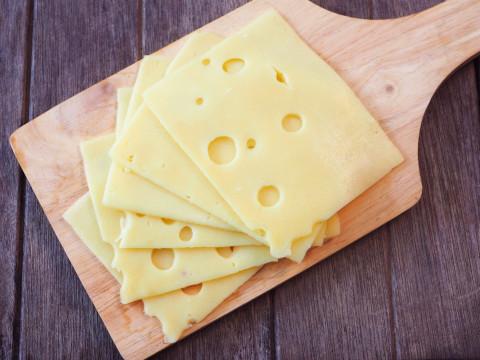 Сыр с пафосным названием таил в себе кишечную палочку