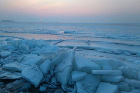 """Еще один """"утопленник"""": внедорожник провалился под лед"""