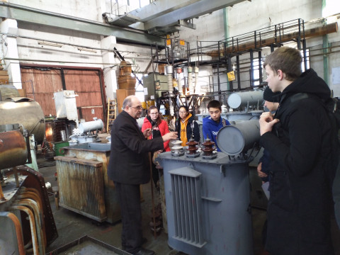Энергетики провели обучающее занятие для школьников в Лесозаводске