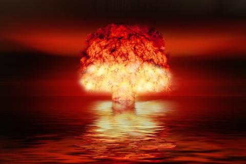 Две ядерные державы обменялись ударами