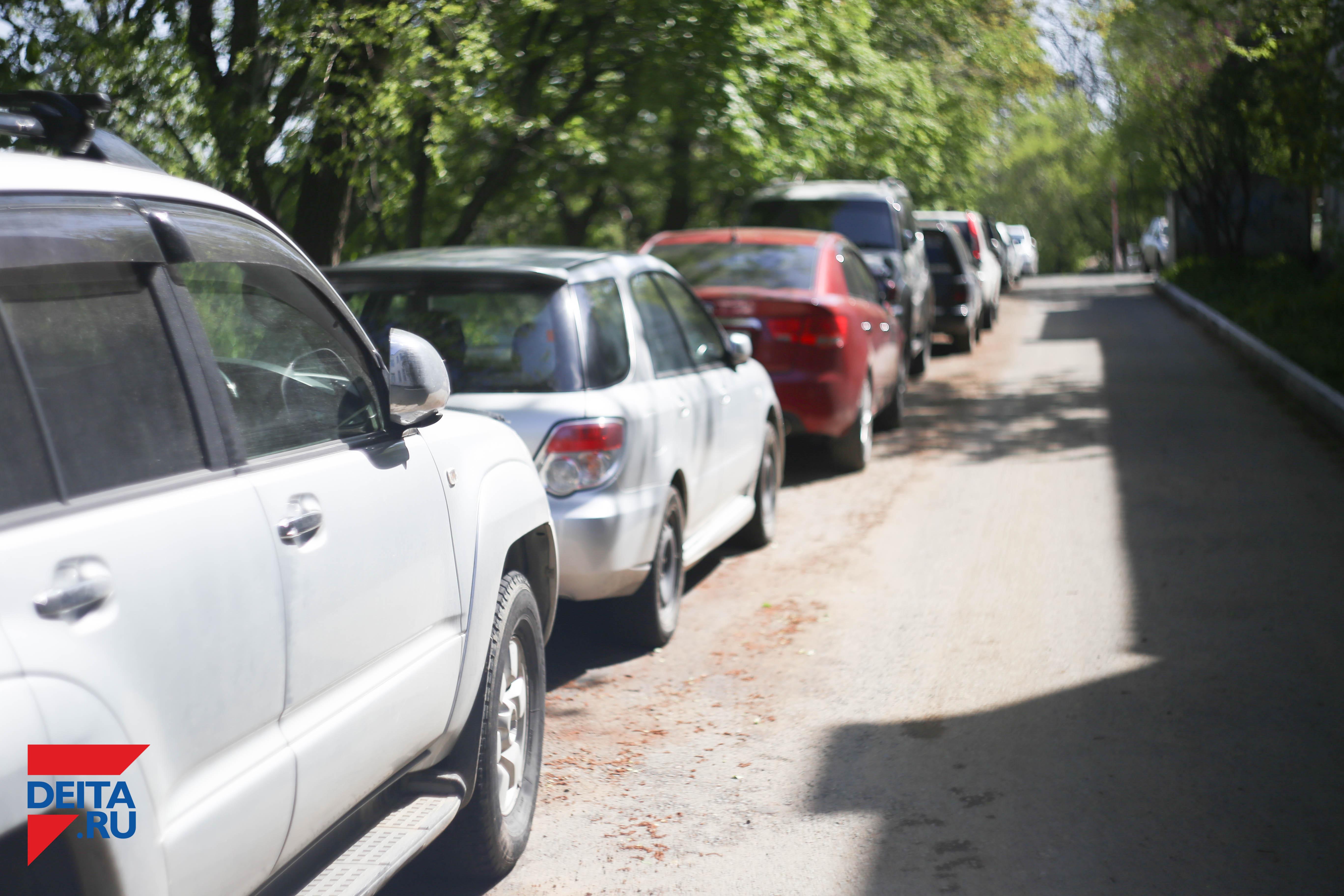 Хулиганы облили отходами автомобиль пожилой горожанки