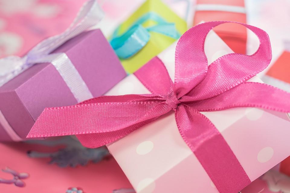 ТОП-10 популярных подарков дальневосточным женщинам
