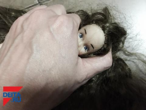 Извращенец требовал у девочек интим-фото за телефон