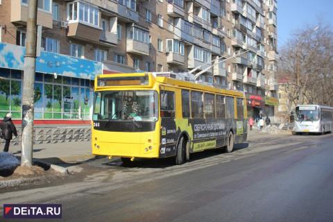 Верхом на троллейбусе прокатились горожане