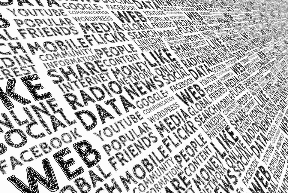 """""""Свобода слова R.I.P.""""- россияне противятся ограничениям в Сети"""