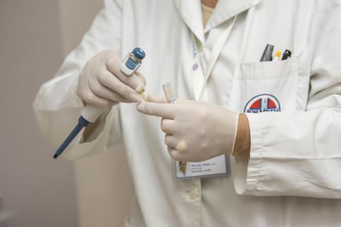 Молодым врачам повысят зарплату