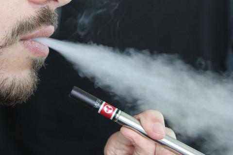 Некурящие люди болеют раком по трем причинам