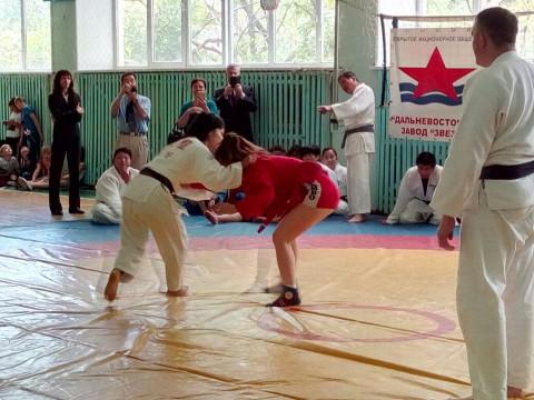 Международный турнир по самбо прошел в Приморье