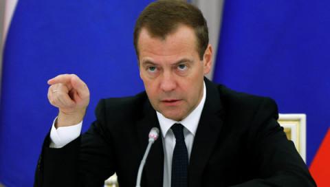 """""""Денег опять нет"""" – Медведев указал держаться министрам"""