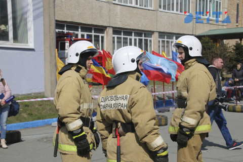 Прогулочный катер загорелся во Владивостоке