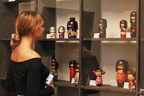 Японские куклы кокэси: традиции и вызов современным дизайнерам до 30 августа в музее Суханова