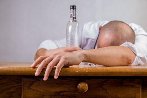 «Пьют, потому что жизнь тяжелая»: министр объяснил рейтинг ЗОЖ