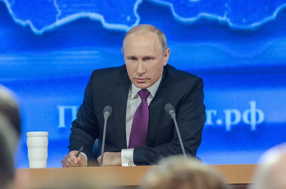 Путин – чиновникам: «Надо искать другую работу»