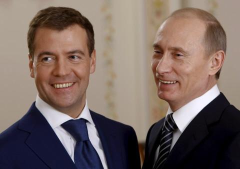 Путин разрешил ругать себя и Медведева