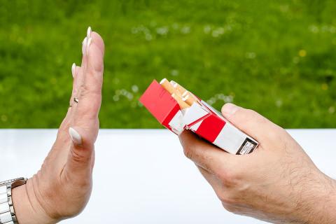 Россиян травят фальшивыми сигаретами