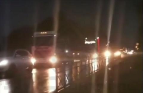 Снег, Новый год и ДТП: пробки сковывают Владивосток