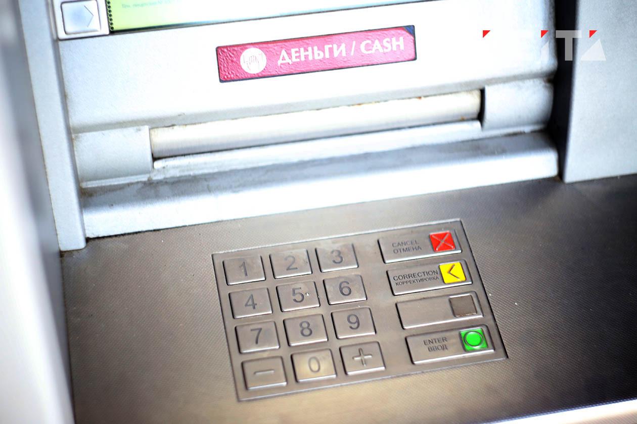 С банковскими картами придётся обращаться по-новому