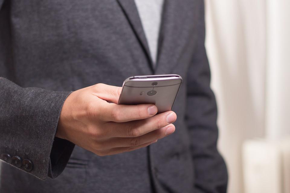 Власти подарят ветеранам смартфоны